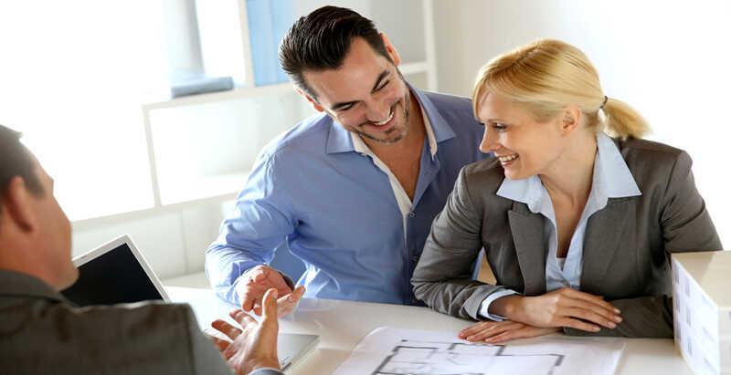 Couple refinancing mortgage